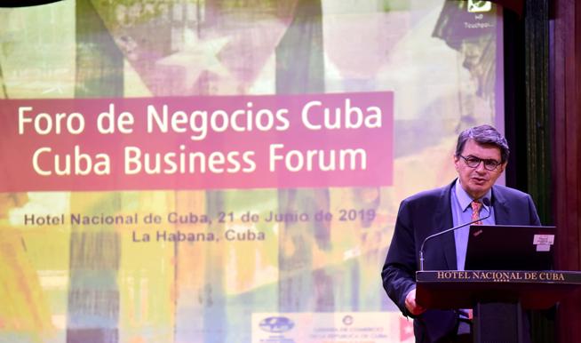 Hugo Beteta, Director de la Sede Subregional en México de la Comisión Económica para América Latina y el Caribe (CEPAL), interviene en la inauguración del Foro de Negocios sobre inversión extranjera, con sede en el Hotel Nacional, en La Habana, el 21 de junio de 2019.
