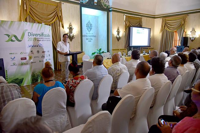 José Alberto Orive Vélez, de Guatemala, Director Ejecutivo de la Organización Internacional del Azúcar (OIA), dicta una conferencia sobre El Cambio Climático y la Agroindustria Azucarera, luego de quedar inaugurado el XV Congreso Internacional sobre Azúcar y Derivados (DIVERSIFICACIÓN 2019), con sede en el Hotel Nacional de Cuba, en La Habana, el 24 de junio de 2019.