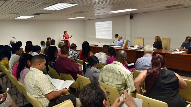 Analizaron diputados cubanos dinámica demográfica y sus políticas de respaldo