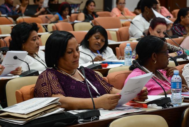 Aprobaron parlamentarios cubanos unánimemente dictamen del Proyecto de Ley Electoral