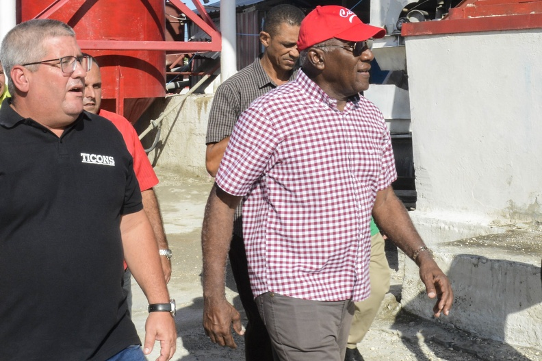Valdés Mesa comprueba recuperación de entidades habaneras que afectó el tornado