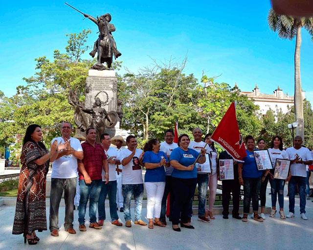 Recibió empresa de turismo Santa María de Camagüey bandera de Colectivo Vanguardia Nacional