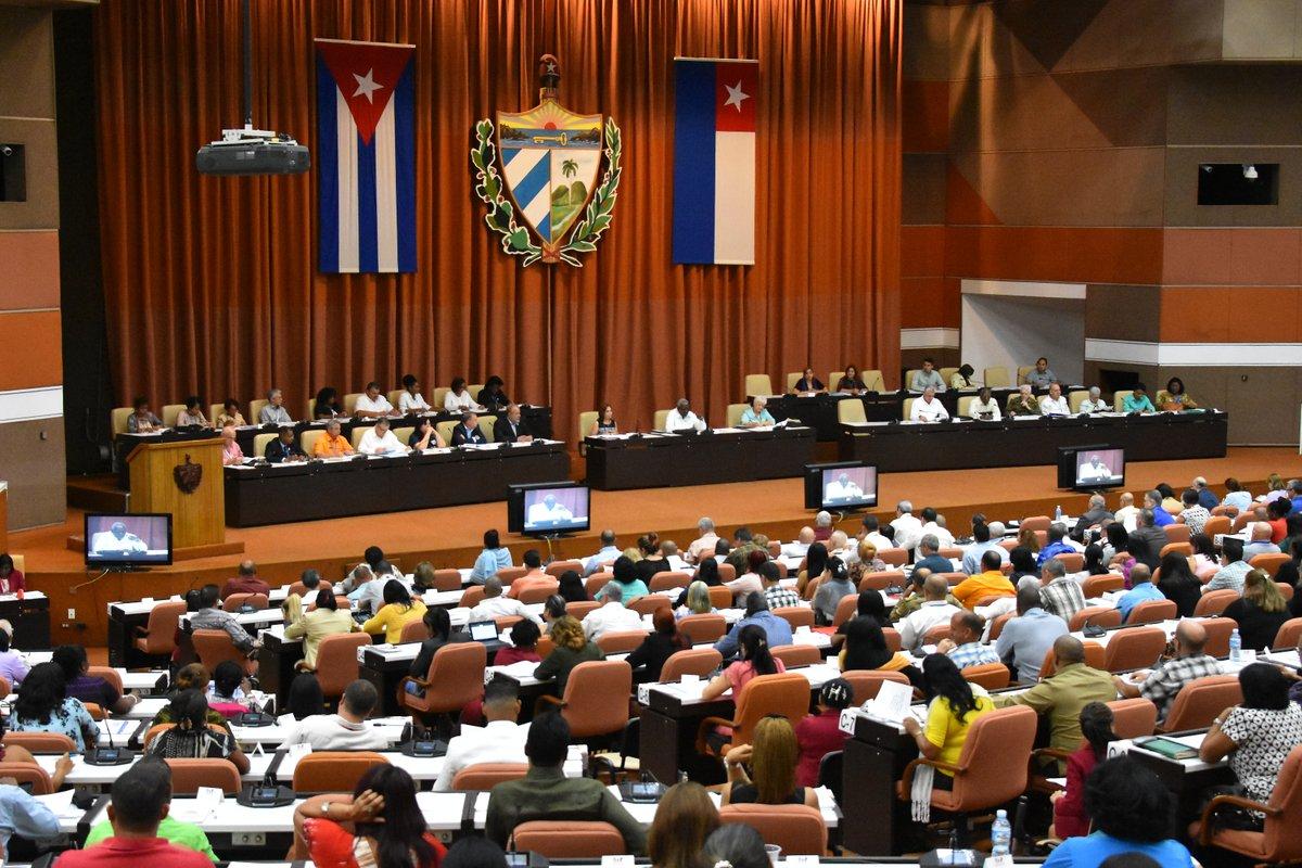 Convoca Díaz-Canel a que la industria nacional satisfaga necesidades del pueblo