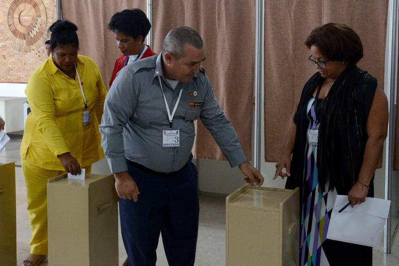 0713-asamblea-votacion-comision-electoral.4.jpg