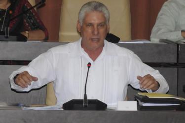 Le Président cubain appelle à perfectionner des options d'emploi