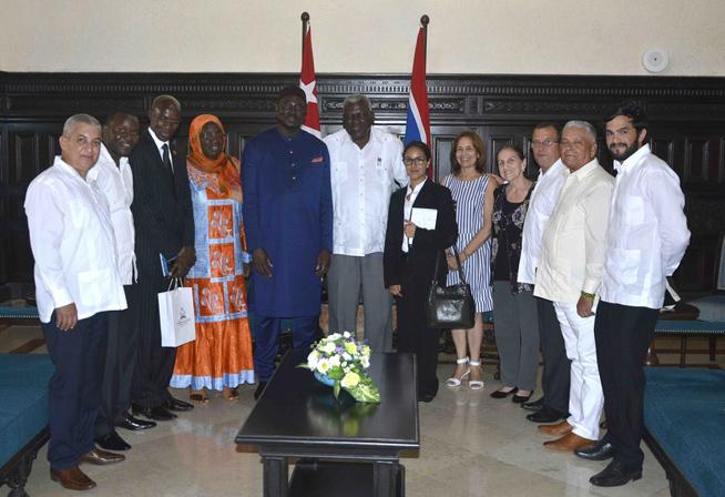 Intercambia Esteban Lazo con el Canciller de Gambia
