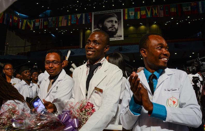 Egresados de la XV Graduación de la Escuela Latinoamericana de Medicina (ELAM), en el Teatro Karl Marx, en La Habana, el 23 de julio de 2019.