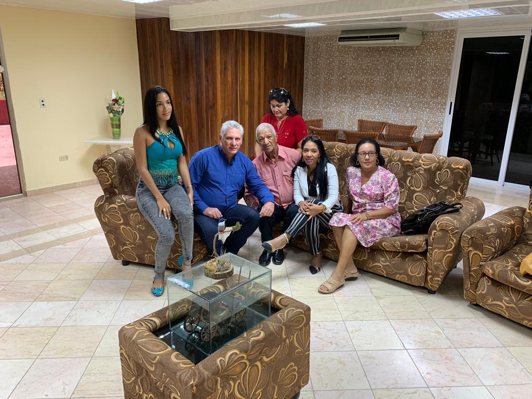 Intercambia Díaz-Canel con familiares de médico cubano secuestrado en Kenya (+ Foto y tuit)