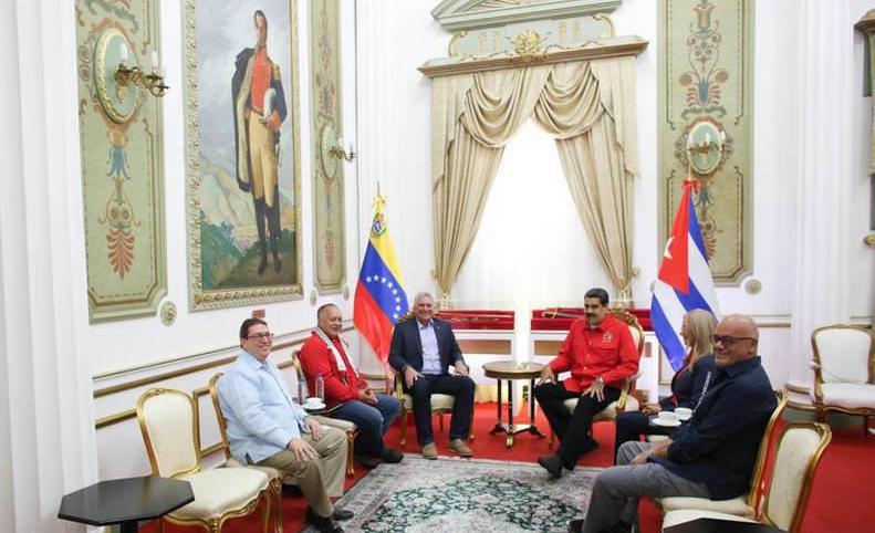 Intercambian en Caracas Díaz-Canel y Nicolás Maduro
