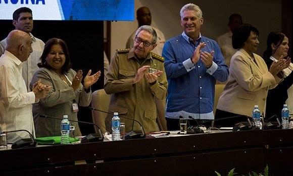 Raúl Castro: Cuba necesita de la fuerza de sus féminas