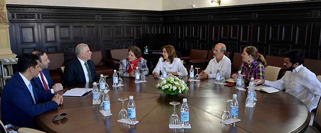 Intercambia Vicepresidenta del Parlamento cubano con líder político libanés