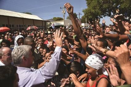 Miguel Díaz-Canel Bermúdez, Presidente de los Consejos de Estado y de Ministros, reiteró este domingo en su cuenta social Twitter que Cuba permanecerá firme y decidida ante la escalada agresiva de Estados Unidos contra la Revolución cubana.