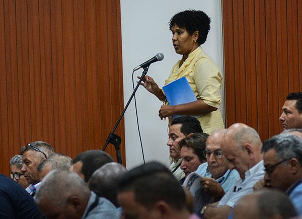 Intervenciones durante la Asamblea de Balance del Ministerio de la Construcción (MICONS), en la sede del MICONS, en La Habana, el 18 de marzo de 2019. ACN FOTO/ Marcelino VÁZQUEZ HERNÁNDEZ