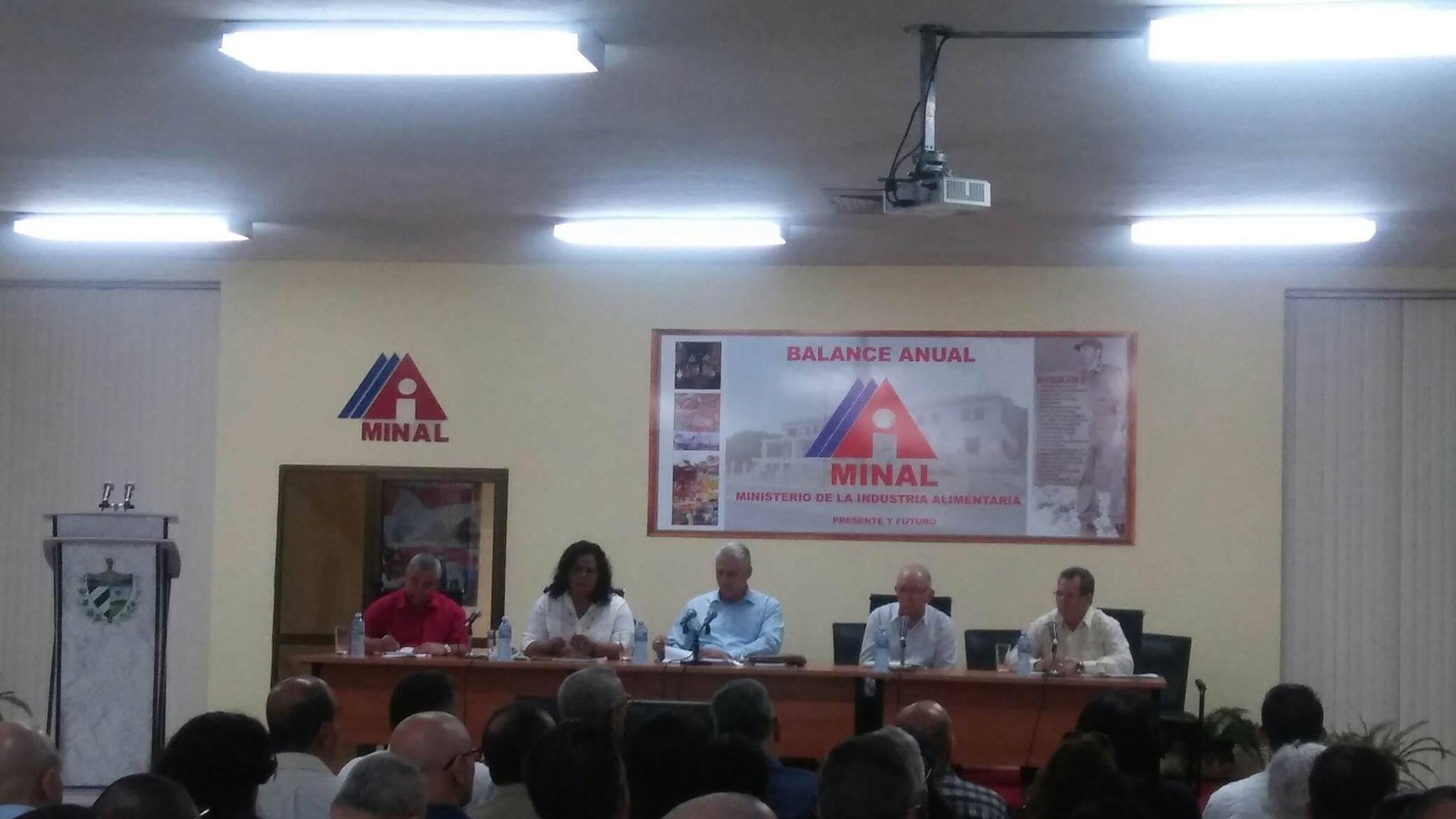 Le Président cubain participe au bilan des politiques de l'Industrie alimentaire
