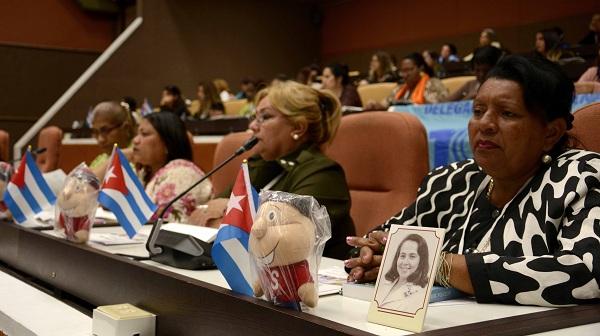 Asiste Machado Ventura al X Congreso de las mujeres cubanas