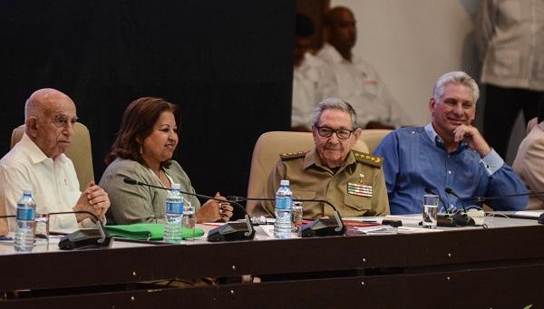 En presencia de Raúl Castro y Díaz-Canel, se realiza el X Congreso de las Mujeres Cubanas