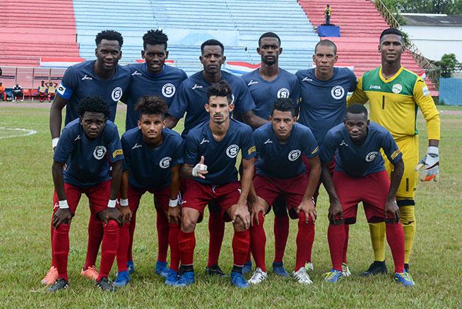 """Los santiagueros """"Diablos Rojos"""", en el primer juego de la final, en la 104ta. Liga Nacional de Fútbol, en el estadio Pedro Marrero de La Habana, el 11 de mayo de 2019."""