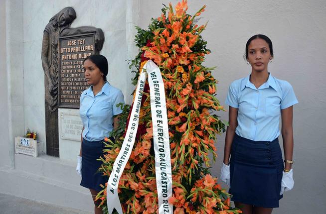 Envían Raúl Castro y Díaz-Canel ofrendas florales a mártires del 30 de noviembre (+ Fotos)