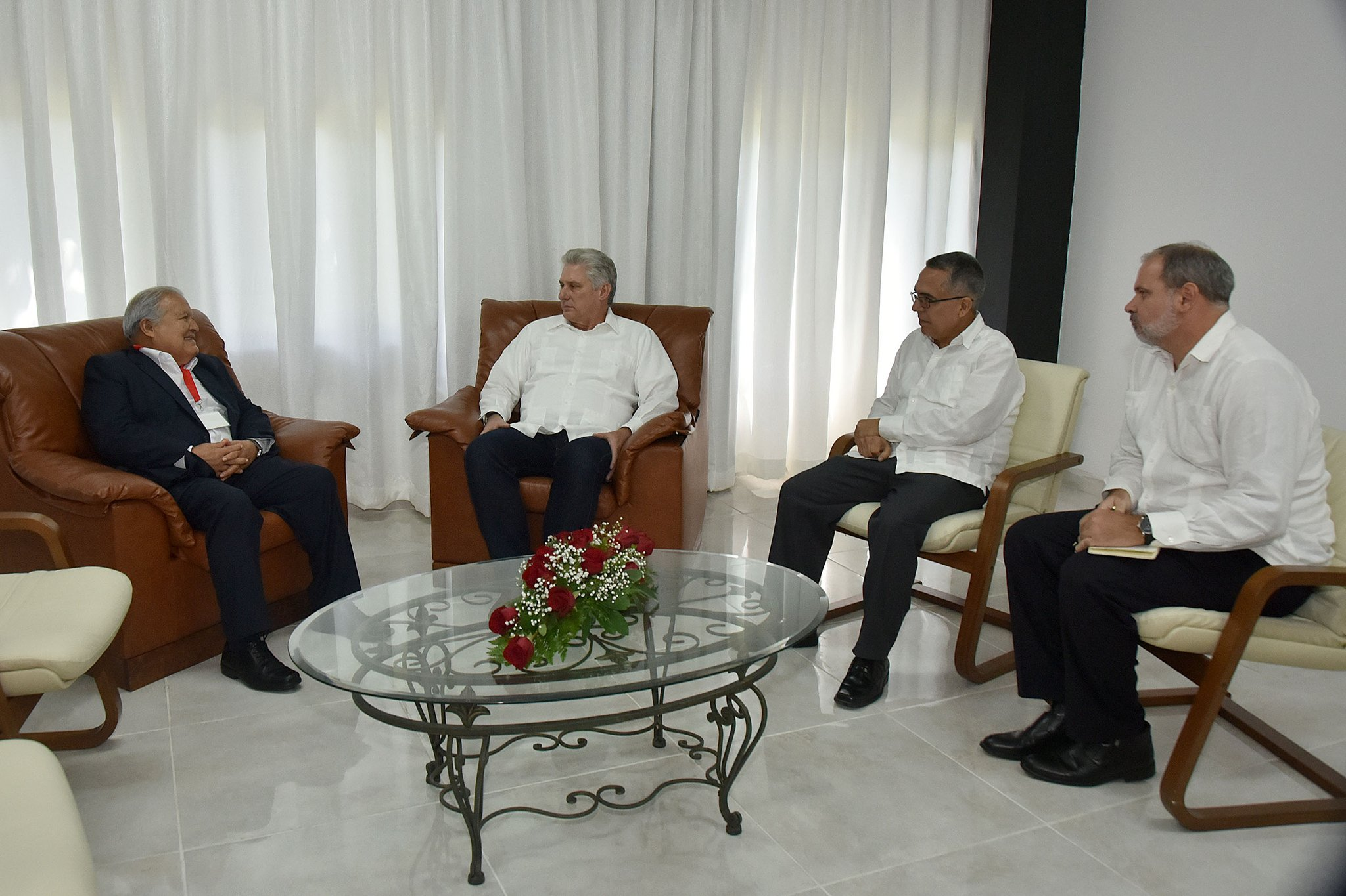 Díaz Canel receives participants in Anti-imperialist Encounter