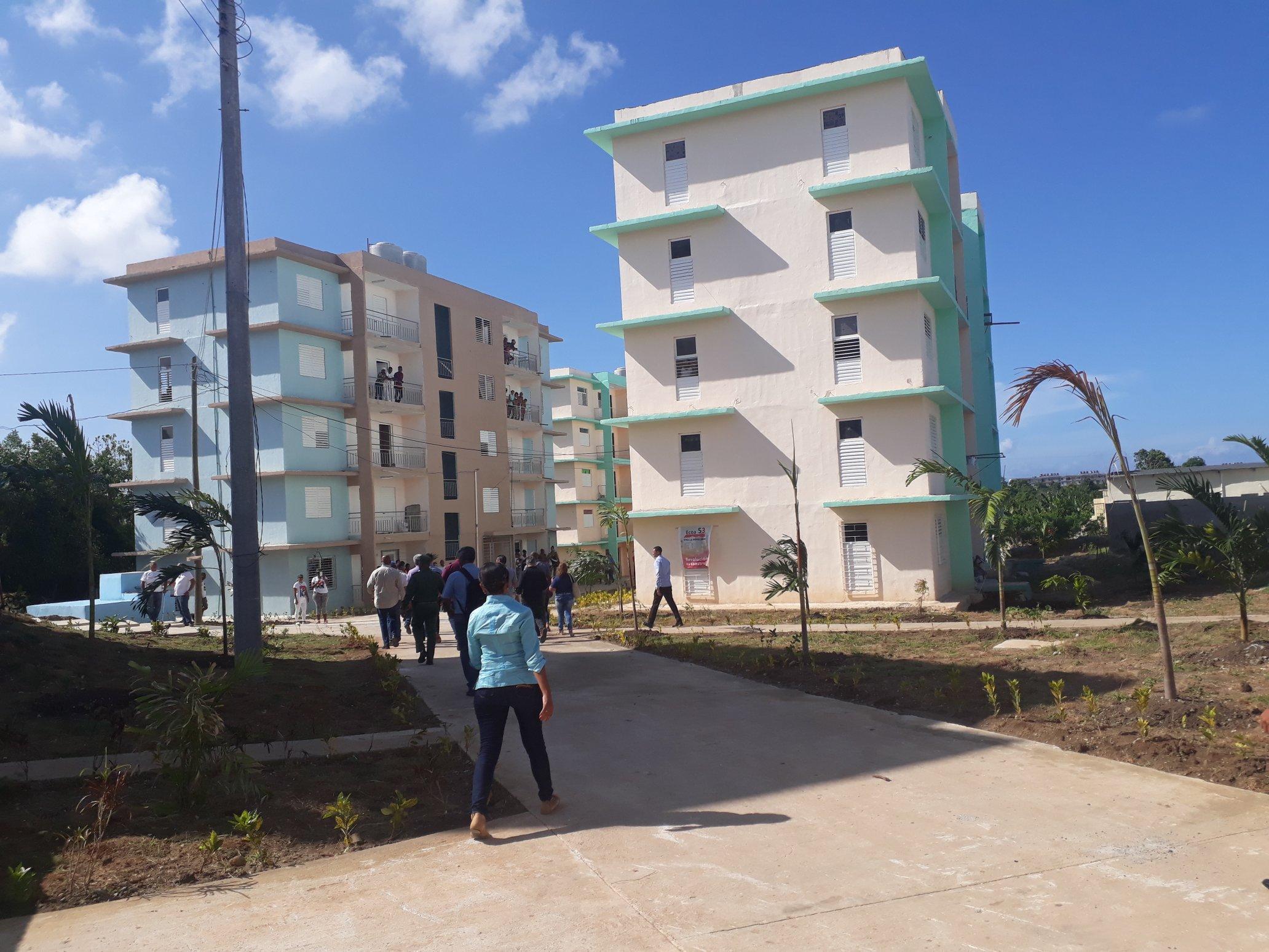 1107-diaz-canel-entrega-viviendas2.jpg