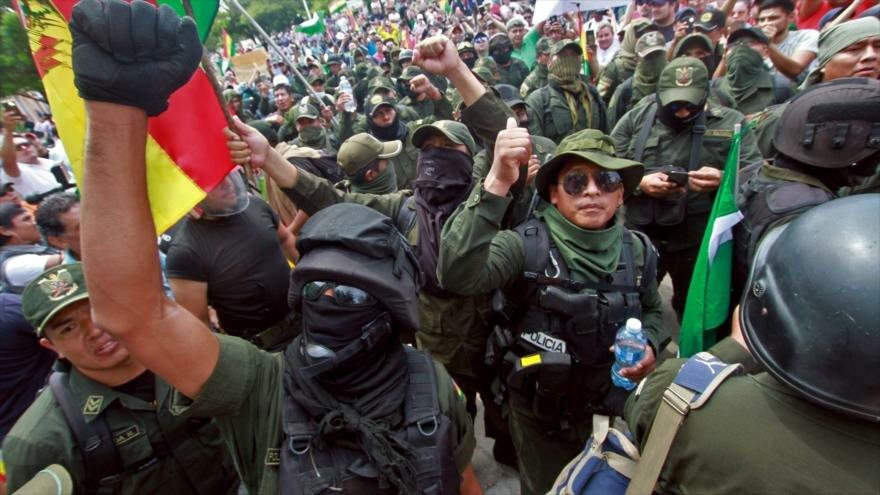 Young Cubans condemn the coup d'etat in Bolivia
