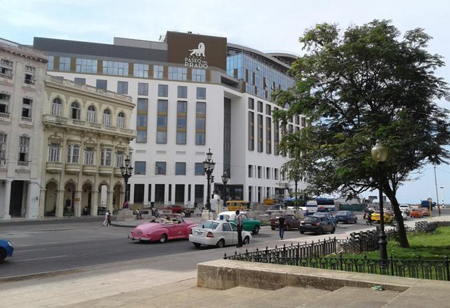 1112-LH500-Hotel Prado y Malecón entre las nuevas instalaciones en el entorno del paseo.jpg