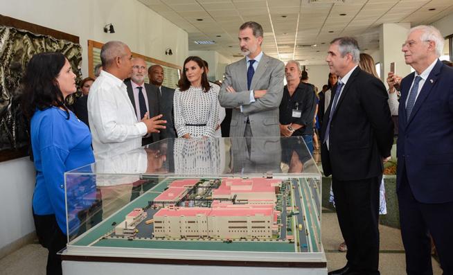 Spanish monarchs visit important scientific center in Havana