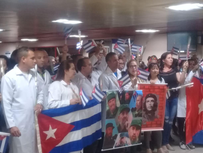 En la Patria primer grupo de médicos cubanos que prestaban asistencia en Bolivia