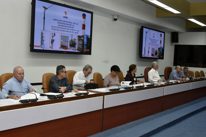 Evalúa Díaz-Canel importantes programas científicos