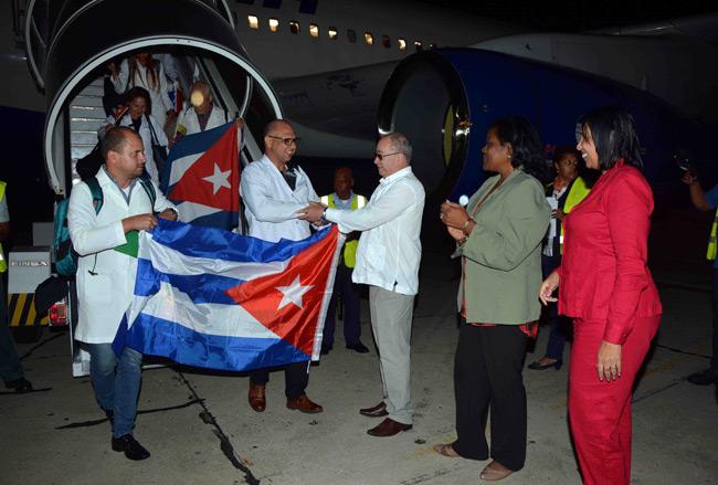 Regresan a la Patria colaboradores cubanos que laboraban en Ecuador (+Fotos)