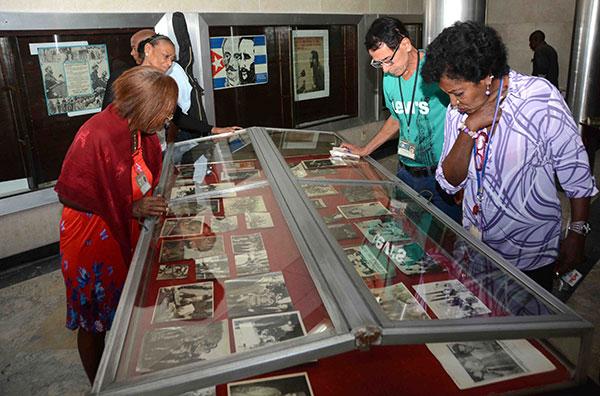 Dedican a Fidel Castro exposición en Biblioteca Nacional José Martí  (+Fotos)