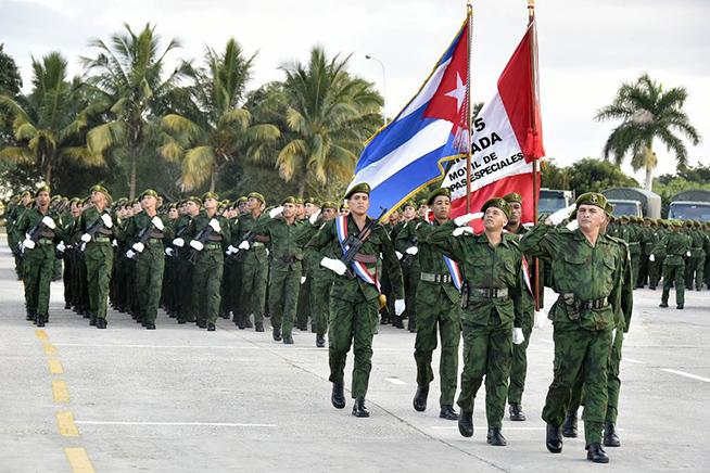 Presiden Raúl y Díaz-Canel acto por aniversario de la Brigada Móvil de Tropas Especiales (+Fotos)