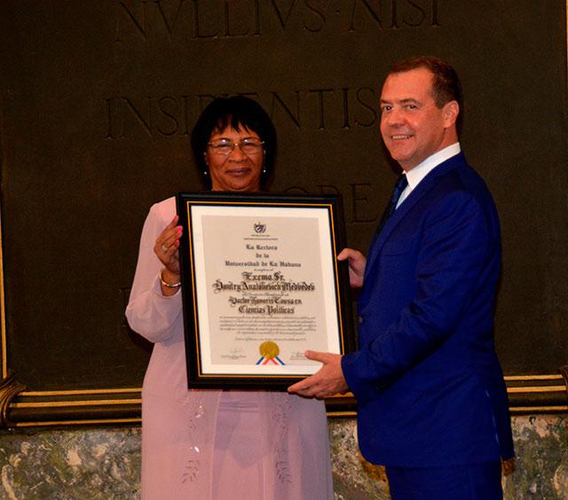 Le Premier ministre russe reçoit le titre Honoris Causa de l'Université de La Havane