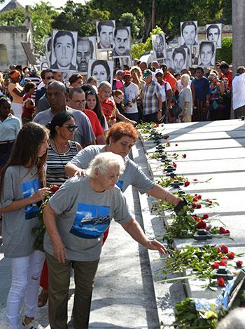 Autoridades, familiares y una representación del pueblo cubano rinden homenaje a las víctimas