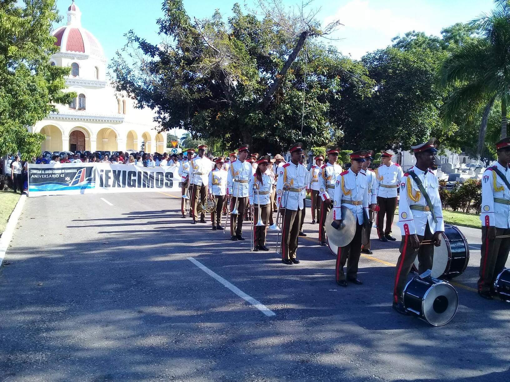 Rinde homenaje el pueblo de Cuba a víctimas de atentado del avión de Barbados
