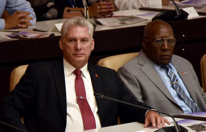Díaz-Canel y Valdés Mesa toman posesión como presidente y vicepresidente de Cuba