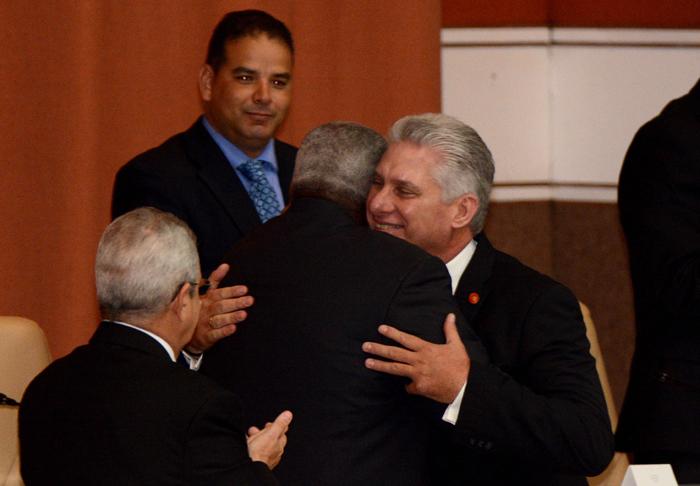 Le Président et le Vice-président de la République de Cuba prennent possession de leurs postes