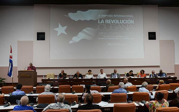 Académicos nacionales y foráneos participan en Cuba en simposio sobre la Revolución y Fidel