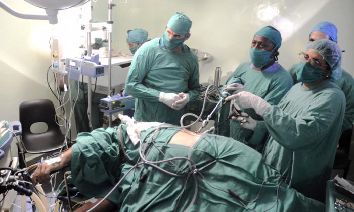 Obstaculiza bloqueo de EE.UU. introducción de cirugía robótica en Cuba