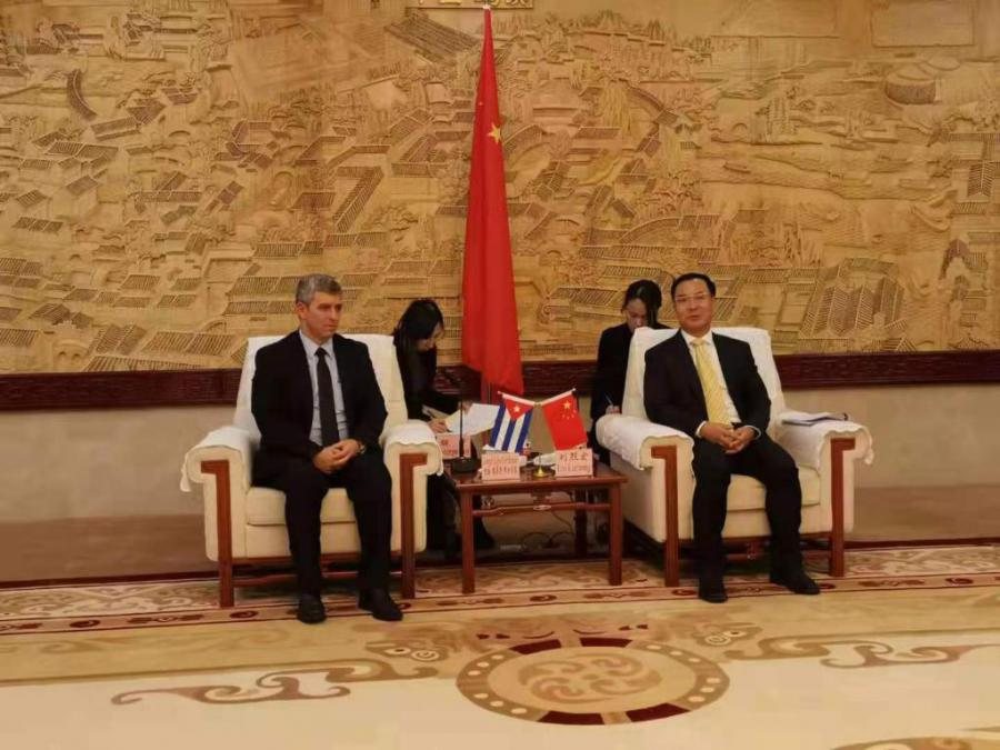 HAVANA, Cuba, Oct 31 (ACN) Jorge Luis Perdomo, Cuban Minister of Communications, held a friendly meeting with Liu Liehong, Chinese Vice Minister of Cyberspace Administration.
