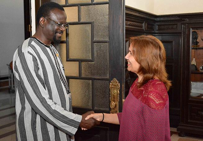 Vicepresidenta del Parlamento cubano recibe a su homólogo de Burkina Faso