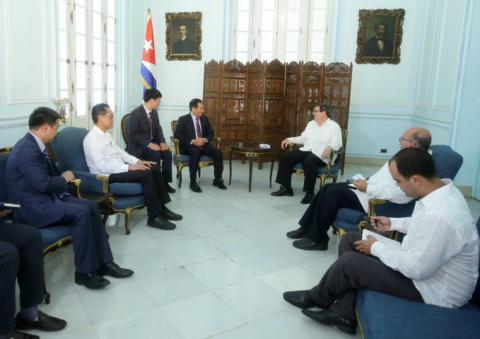 Intercambió Canciller cubano con Viceministro primero de Relaciones Exteriores de Vietnam