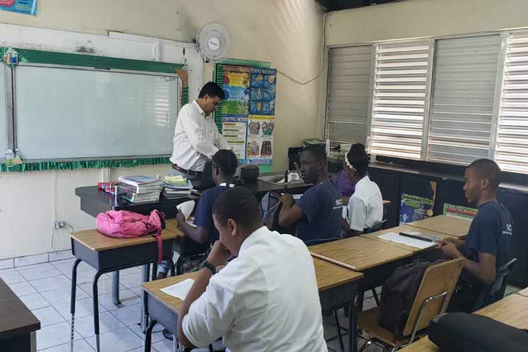 Cuban collaborators participate in start of school year in Bahamas