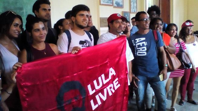 Cubanos reclamarán con sus firmas libertad de Lula