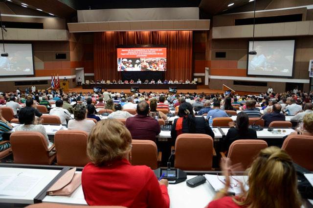 """Sesiona comision sobre """"El aporte de los trabajadores a la eficiencia que demanda la economía del país"""", en el marco del XXI Congreso de la Central de Trabajadores de Cuba (CTC), en el Palacio de Convenciones, en La Habana, el 22 de abril de 2019. ACN FOTO/ Ariel LEY ROYERO"""