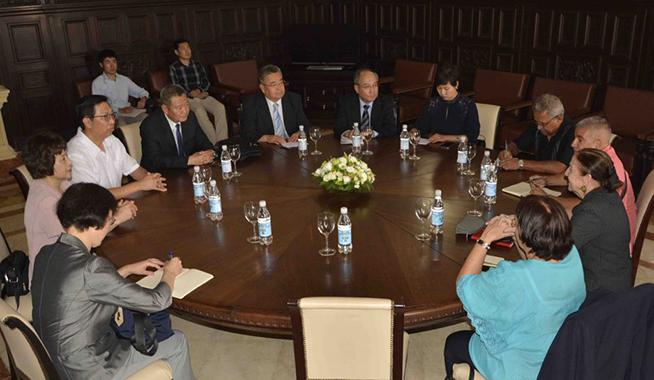 Reciben integrantes de parlamento cubano a delegación de la Asamblea Popular Nacional china
