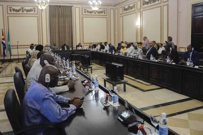 Reciben en el Capitolio Nacional de Cuba a embajadores africanos