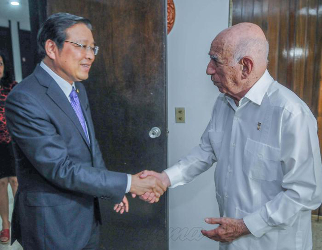 Cuban Communist Party leader received Vietnamese leader