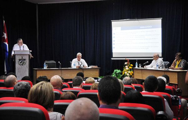 Díaz-Canel assiste au bilan du Ministère d'Éducation supérieure (+Photos)