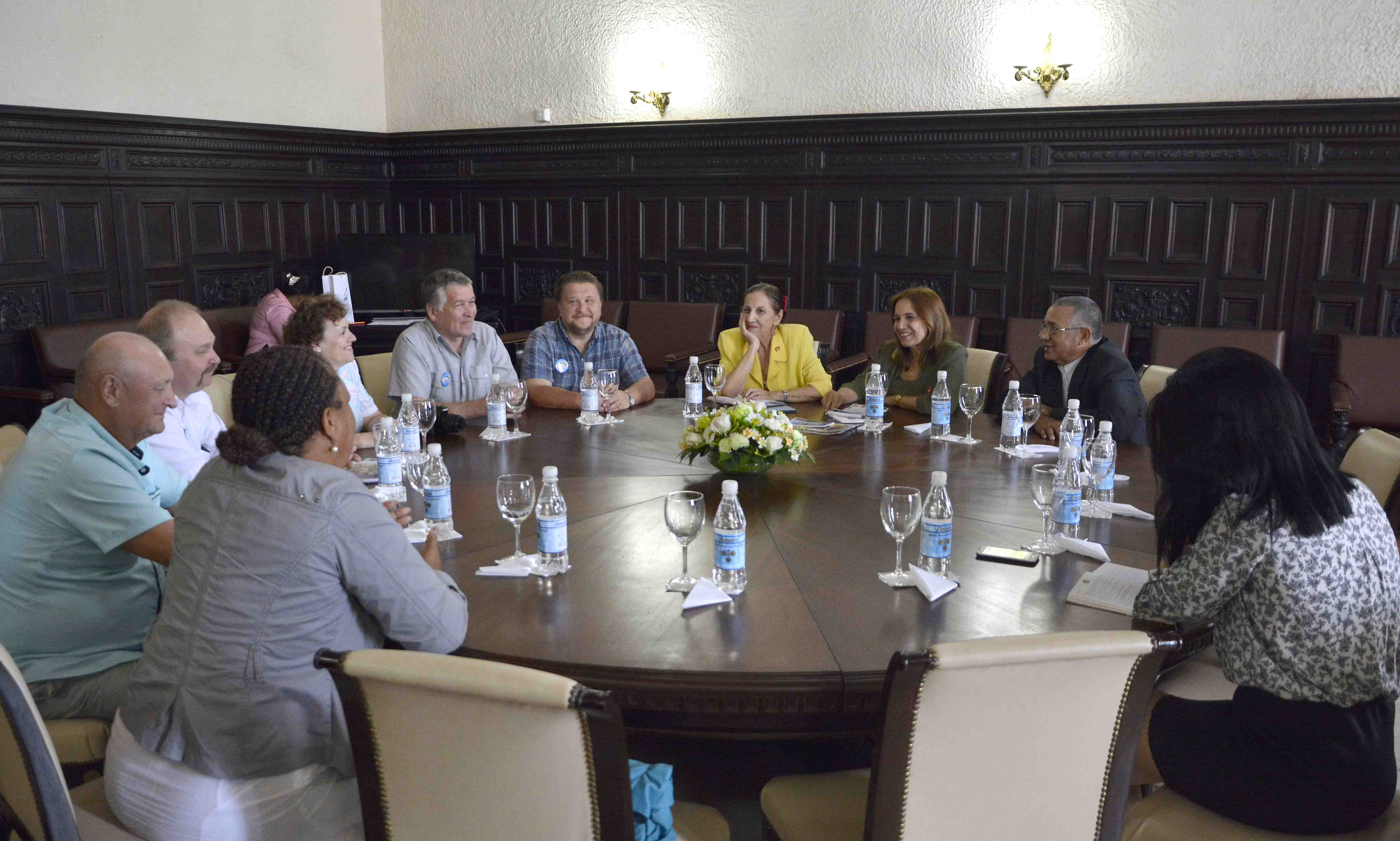 Vice-president of the National Assembly receives international veterans from Russia